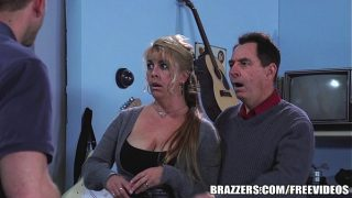 Brazzers – Chloe Addison gives everyone a free show